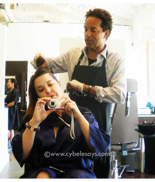 L'Oreal-Professionel-Inoa-Kaz-applying-color