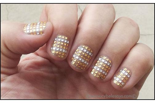 Dashing-Diva-DesignFX-Bling-in-Gold-on-fingers