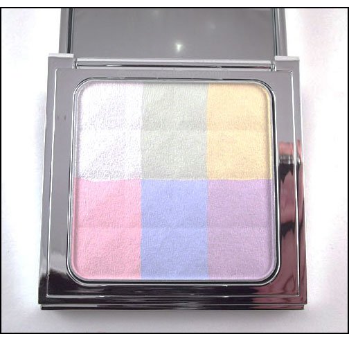 Bobbi-Brown-Brightening-Finishing-Powder---Porcelain-Pearl-up-close