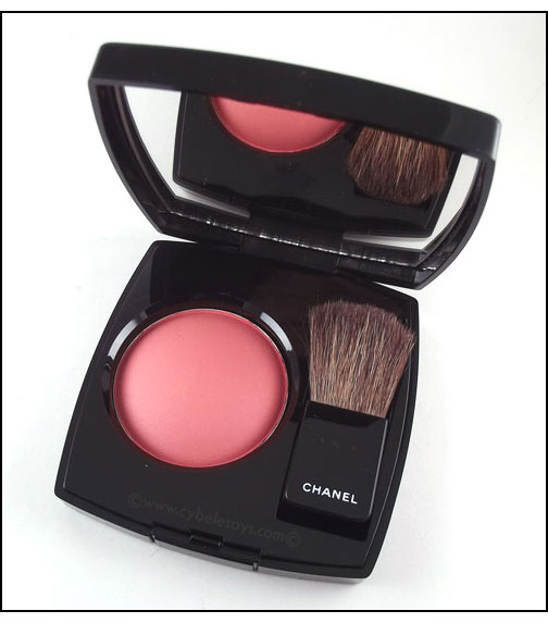 Chanel-Powder-Blush-in-Frivole-main-2
