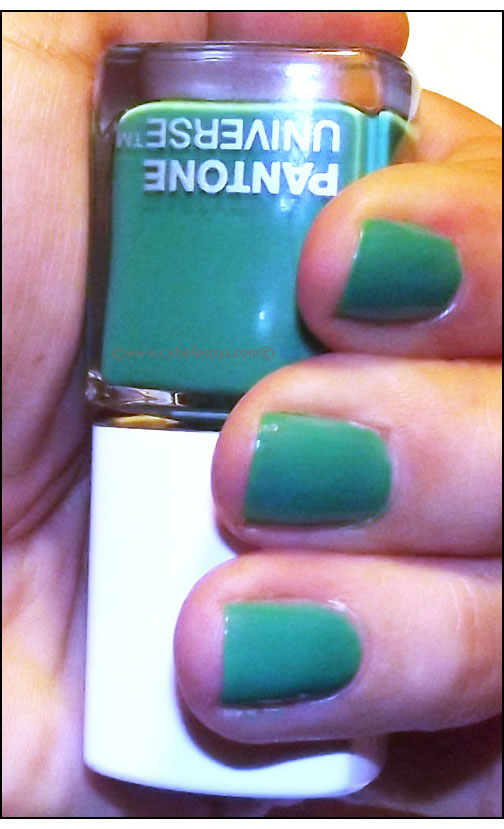 Sephora+Pantone-Color-Charged-Graphic-Lacquer-in-Emerald-on-nails
