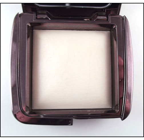 Hourglass-Cosmetics-Ambient-Lighting-Powder-Diffused-Light-up-close