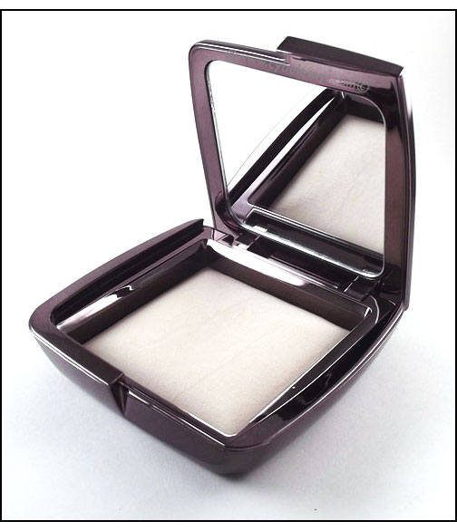 Hourglass-Cosmetics-Ambient-Lighting-Powder-Diffused-Light
