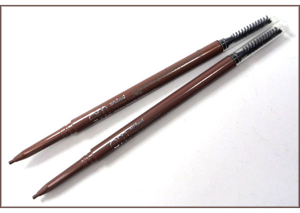 Michelle-Phan-Arched-Defining-Brow-Liner-main-use