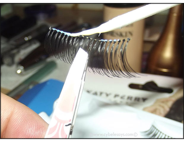 Lash-outta-the-package-an-in-tweezers