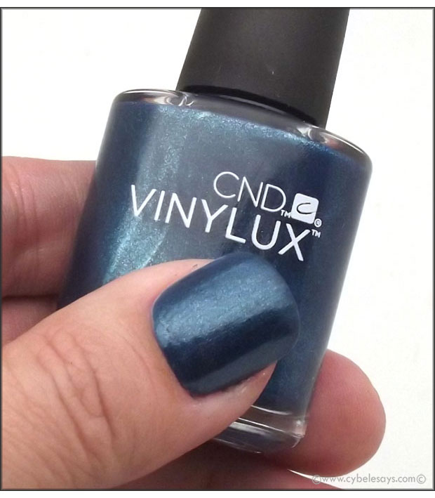 CND-Vinylux-Weekly-Polish-Fall-2015-Contradiction-Collection-in-Peacock-Plume-up-close