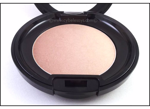 A full review of the Kanebo Sensai Designing Duo Bronzing Powder with a swatch.