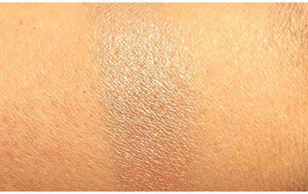 Burberry-Fresh-Glow-Highlighter-swatch