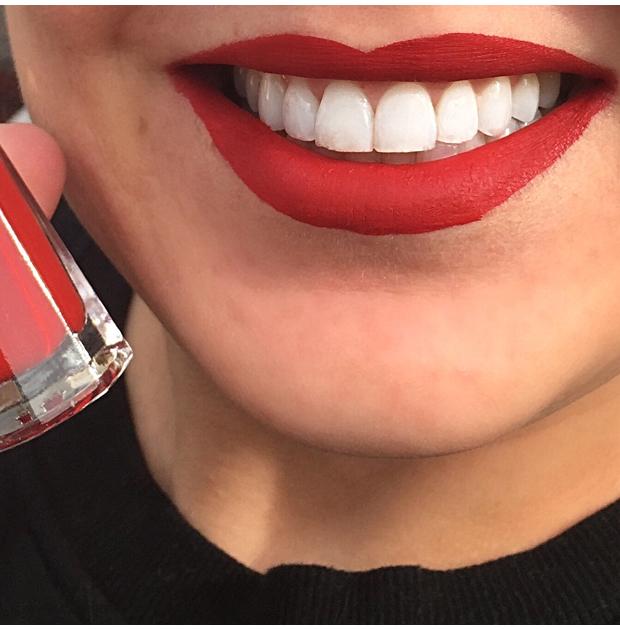 Fenty-Beauty-by-Rhianna-Stunna-Lip-Paint-Longwear-Fluid-Lip-Color-in-Unsensored-on-lips