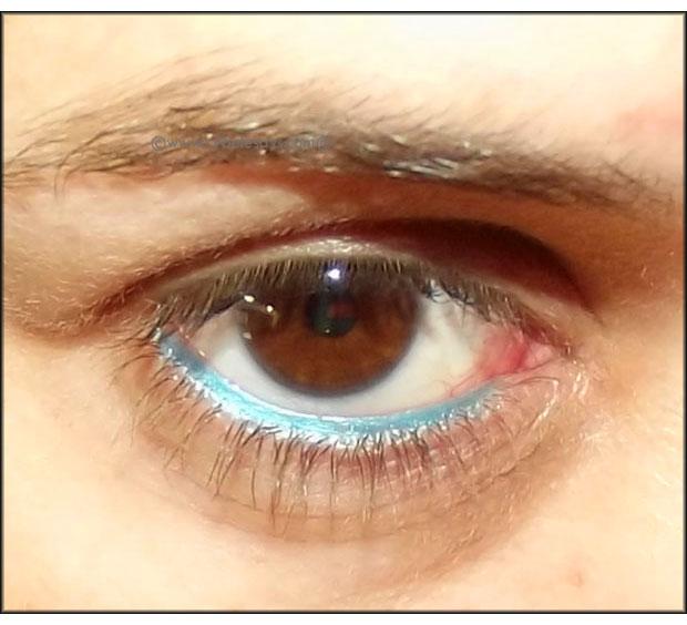 Em-Cosmetics-Michelle-Phan-Waterliner-in-Teal-Tease-on-my-waterline