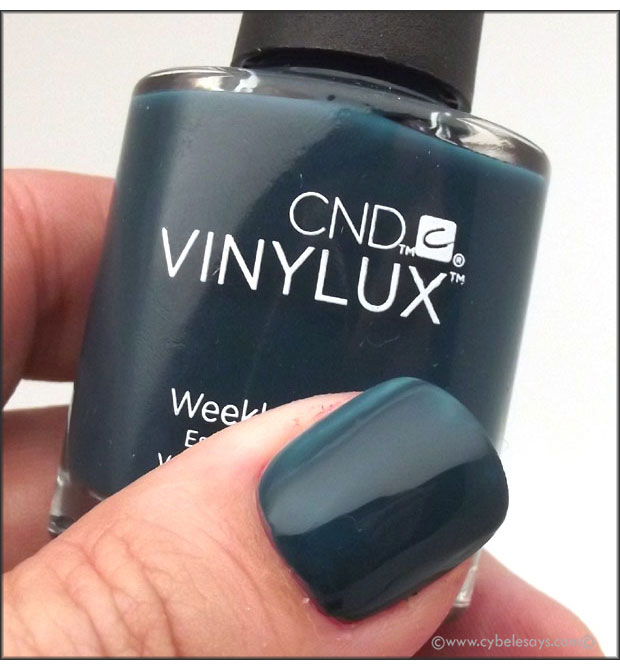 CND-Vinylux-Weekly-Polish-Fall-2015-Contradiction-Collection-in-Couture-Covet-up-close