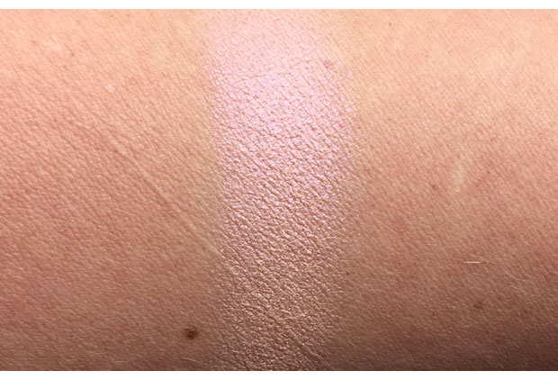 Urban-Decay-Afterglow-8-Hour-Powder-Highlighter-in-Fireball-swatch