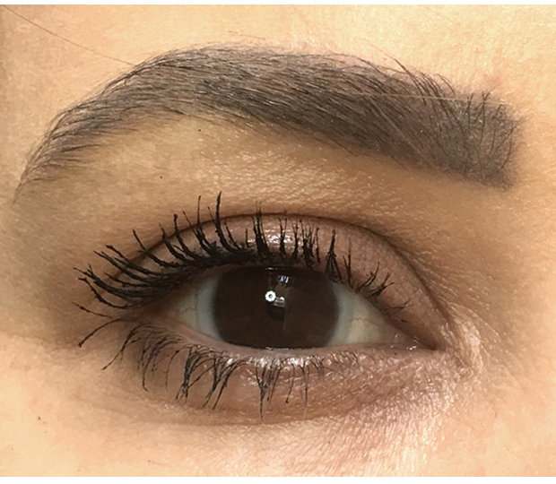 Buxom-Big-Tease-Plumping-Mascara-on-lashes