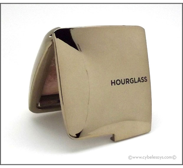 Hourglass-Ambient-Lighting-Bronzer-compact