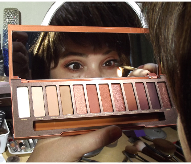 Urban-Decay-Naked-Heat-palette-in-mirror