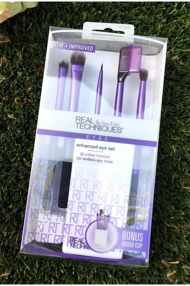 A full review and look at the new Real Techniques brush lines available at Walmart.