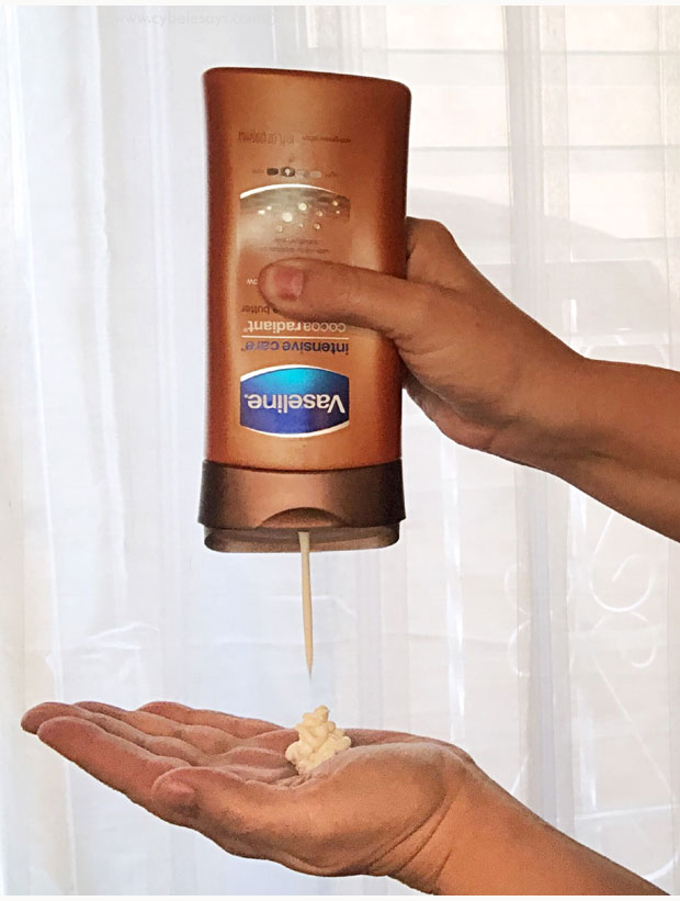 Vaseline-Intensive-Care-Lotion-in-Cocoa-Radiant-in-hands