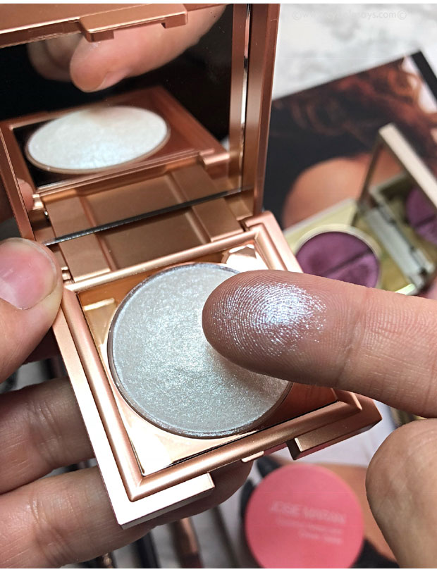 Stila-Cosmetic-Heaven's-Dew-All-over-Glimmer-in-Silverlake-swatch