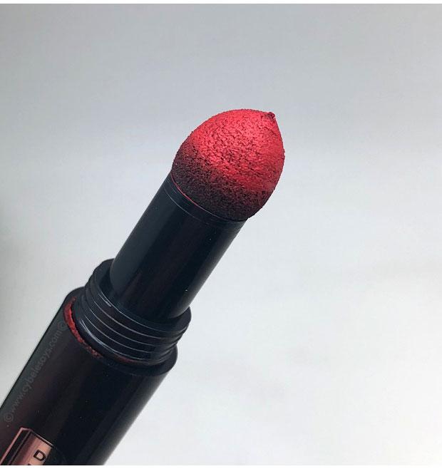 Buxom-PillowPout-Creamy-Plumping-Lip-Power-applicator-up-close
