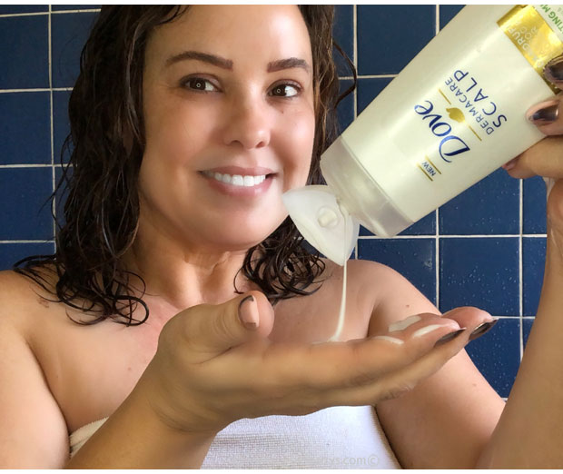Using-Dove-Dermacar-Scalp-in-the-shower