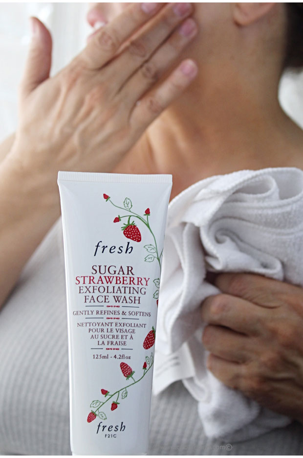 Using-Fresh-Sugar-Strawberry-Exfoliating-Face-Wash